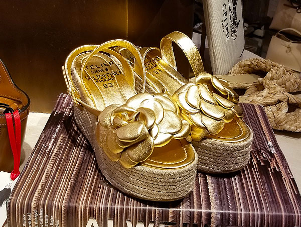 Perfect sandals in gold