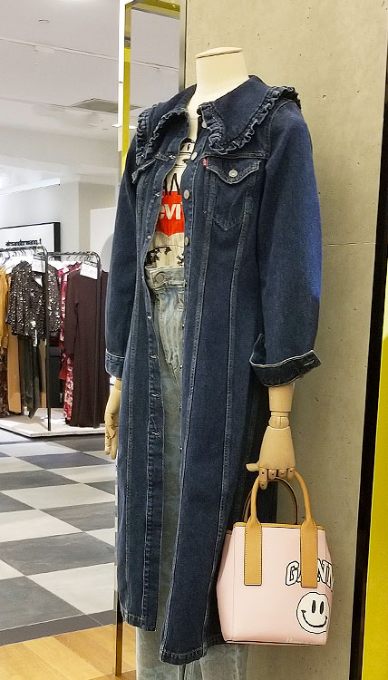 Denim with a ruffled collar story