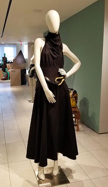 Flowing black dress in ction