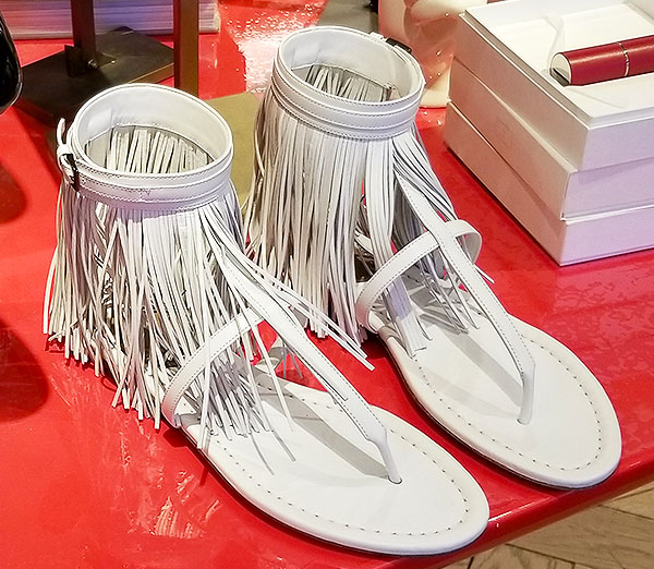 Perfect sandals with fringe