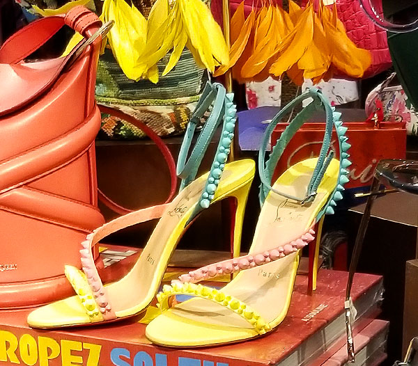 Cany colored sandals for summers end