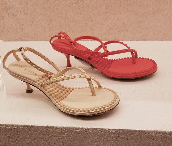 Perfect Bottega gummy sandals
