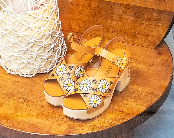 Floral platforms for summer