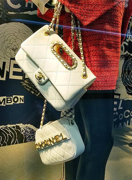 Chanel white chain shoulder bags