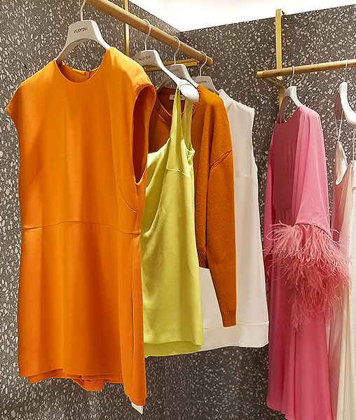 Tops and sweaters in sunny colors
